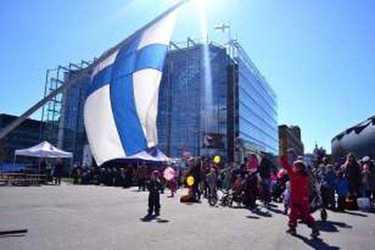 Demo may day di Helsinki, Finlandia, Minggu (1/5/2016).