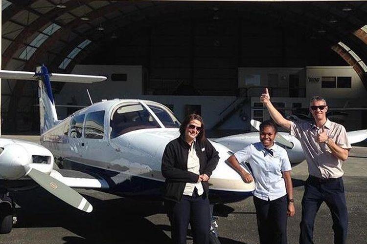 Dua pilot perempuan asal Papua yang direkrut Garuda Indonesia.