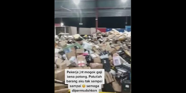 Video Of Malaysian J T Couriers Rummaged Packages Allegedly Due To Cut Wages All Netral News