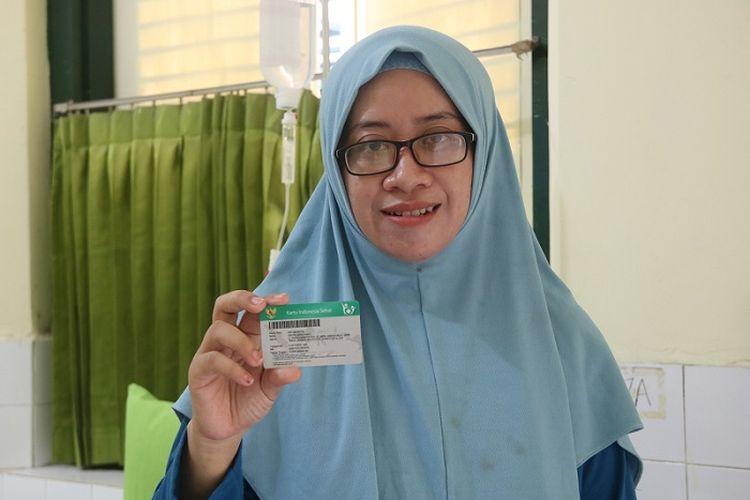 Erfita Abriliyanti (35), istri anggota Tentara Nasional Indonesia (TNI), Anang Tridianto, peserta Jaminan Kesehatan Nasional (JKN)-Kartu Indonesia Sehat (KIS).