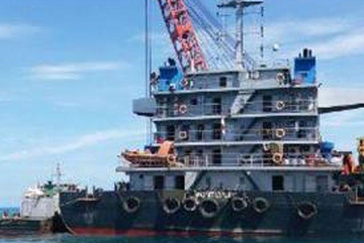 Kapal pemburu harta karun diamankan di perairan Pulau Sebira.