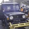 Viral, Daihatsu Taft Naik ke Rel Kereta Api