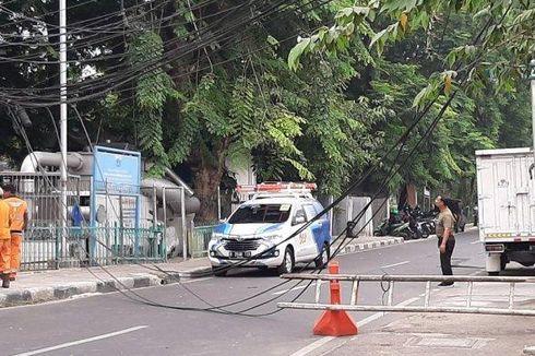 Kabel Menjuntai ke Tanah, Jalan Tanah Abang Timur Ditutup Sementara