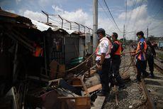 Bongkar Bangunan Liar di Area Lokalisasi Gang Royal, Satpol PP Sita Puluhan Alat Kontrasepsi