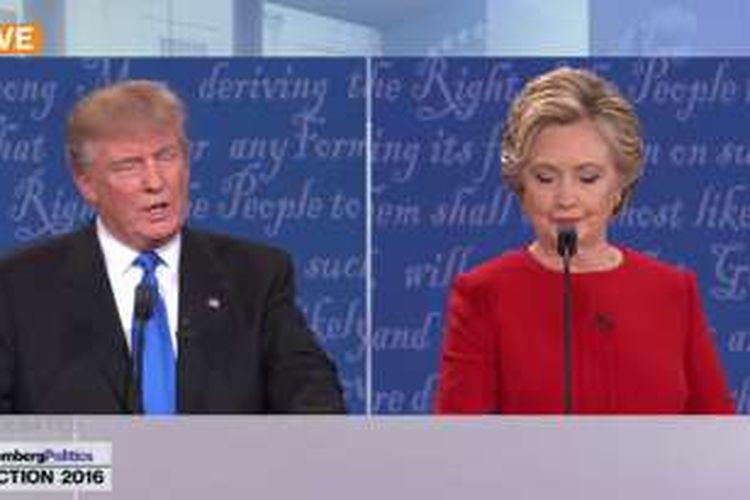 Donald Trump dan Hillary Clinton dalam acara debat pertama Pilpres AS di New York, Selasa (27/9/2016) WIB.