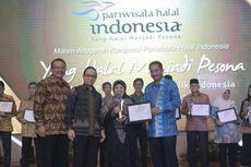 Menpar Berikan Penghargaan Anugerah Pariwisata Halal Terbaik 2016