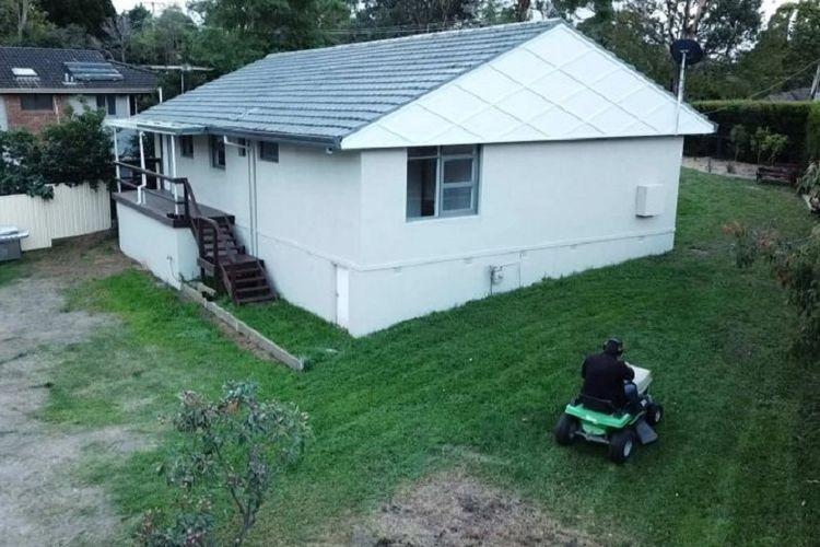 Michael Neal berharap masih bisa mendapatkan harga yang wajar untuk rumahnya di daerah Winmalee, Blue Mountains, New South Wales.