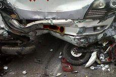 Taksi Tabrak 3 Motor di Cibubur, Dua Korban Luka Berat