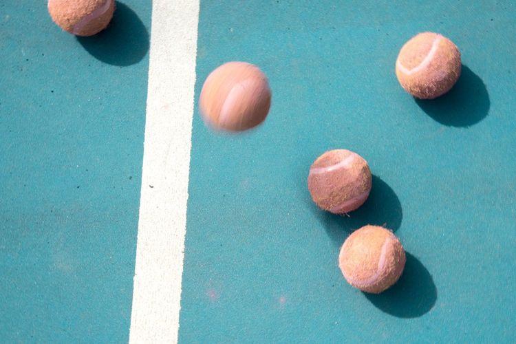 Ilustrasi bola tenis.