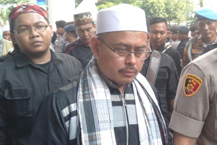 ketua Persaudaraan Alumni 212 , Slamet Maarif, di Kedubes India, Kuningan, Jakarta Selatan, Jumat (6/3/2020)