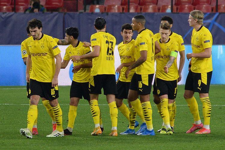 Pemain Borussia <a href='https://manado.tribunnews.com/tag/dortmund' title='Dortmund'>Dortmund</a> merayakan gol dalam pertandingan leg pertama babak 16 besar <a href='https://manado.tribunnews.com/tag/liga-champions' title='LigaChampions'>LigaChampions</a> 2020-2021 melawan <a href='https://manado.tribunnews.com/tag/sevilla' title='Sevilla'>Sevilla</a> di Stadion Ramon Sanchez Pizjuan, Kamis (18/2/2021) dini hari WIB.