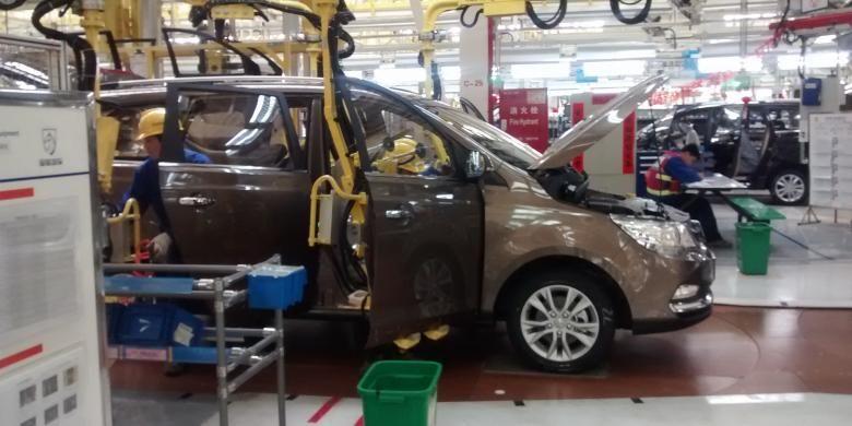 Pabrik mobil SGMW di Liuzhou Guangxi, China. Pabrik ini mampu memproduksi mobil hingga 60 unit per jam atau 1 unit per menit.