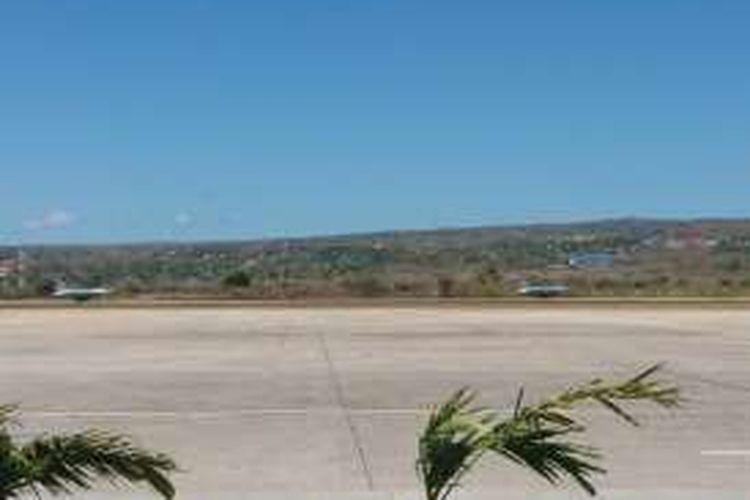 Dua pesawat tempur F-16 sedang berada di Bandara El Tari Kupang, NTT untuk melakukan kegiatan latihan tempur