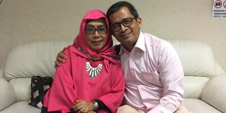 Susi (57) saat mendampingi suaminya Elang (57) yang merupakan mantan pengidap kanker paru-paru di Kantor Perwakilan St. Stamford Modern Cancer Hospital, Jakarta,  Rabu (11/12/2018) lalu.
