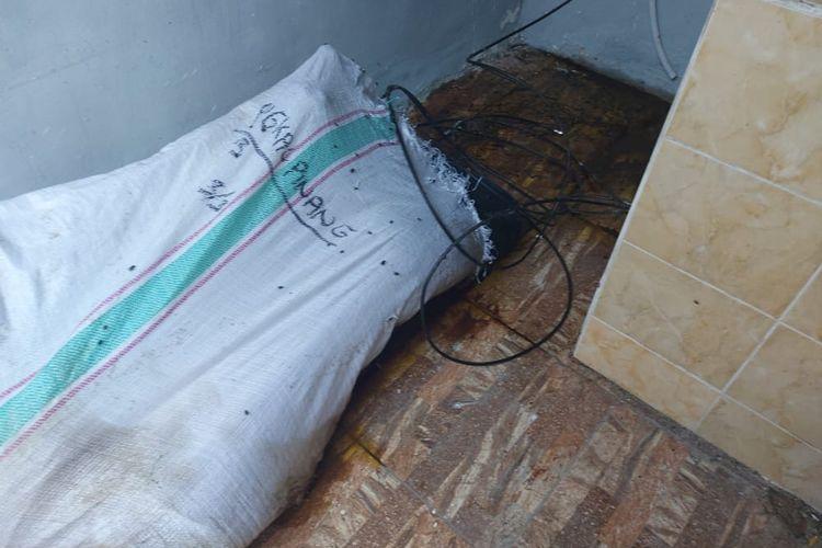 Temuan karung berisi mayat di sebuah penginapan di Kacang Pedang, Pangkalpinang, Sabtu (14/11/2020).