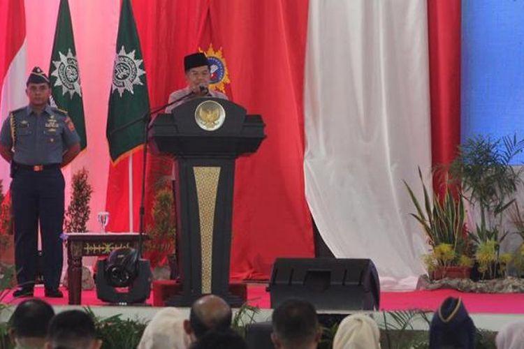 Wakil Presiden Muhamad Jusuf Kalla saat membacakan sambutannya dalam acara penutupan Tanwir Muhamadiyah di Gedung Islamic Centre Ambon,Minggu (26/2/2017) sore