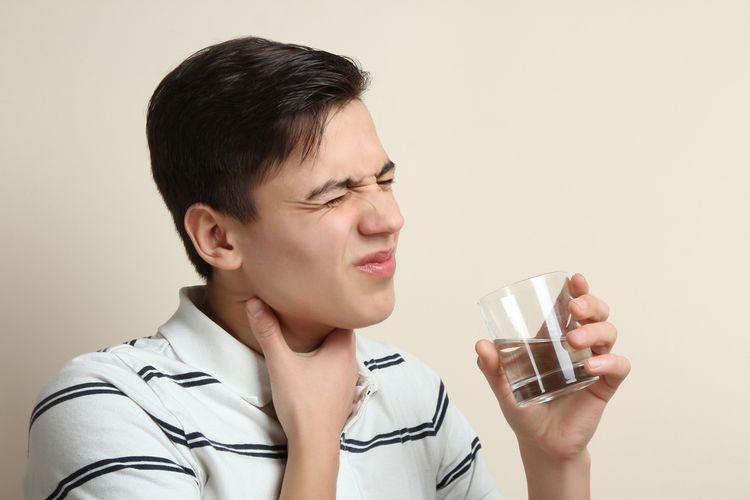 Ilustrasi tenggorokan gatal dan kering.