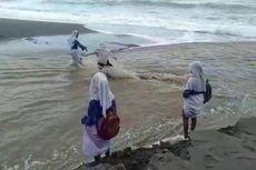 Video Viral 4 Siswi Nyaris Terseret Arus Sungai Saat Berangkat Sekolah, Apa Kata Disdik?