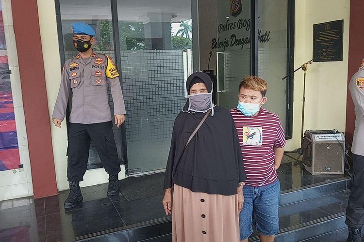 Aparat Polres Bogor menangkap pelaku begal ponsel milik seorang penyandang disabilitas yang videonya viral beberapa waktu yang lalu di media sosial.