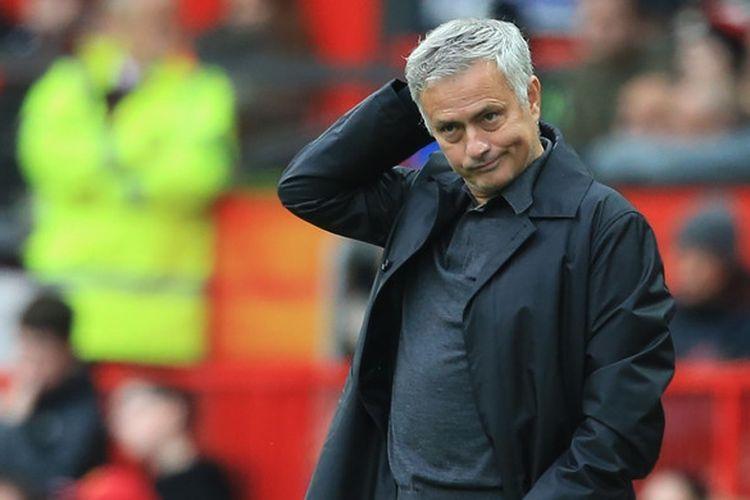 Ekspresi pelatih Manchester United, Jose Mourinho, dalam laga Liga Inggris kontra Wolverhampton Wanderers di Stadion Old Trafford, Manchester, Inggris pada 22 September 2018.