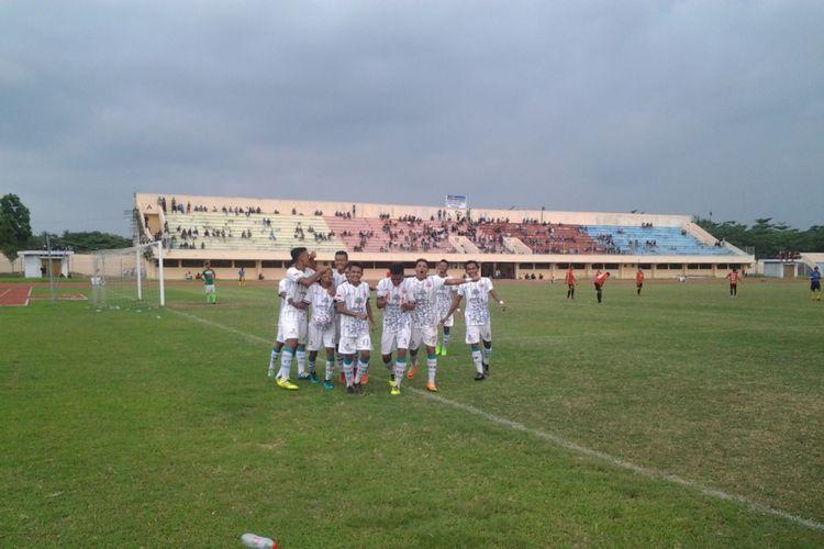 Pemain Persik Kendal, saat merayakan gol ke gawang Pes Pessel Sumatra Barat.  KOMPAS.Com /Slamet Priyatin