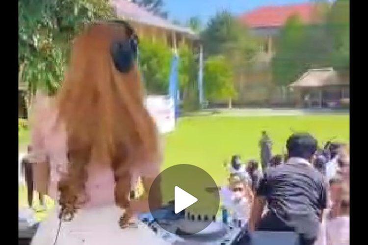 tangkapan layar video viral acara perpisahan sekolah SMAN Jonggat, Lombok Tengah