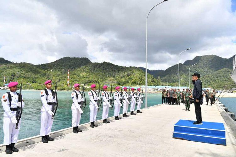 Presiden Joko Widodo menegaskan bahwa kedaulatan NKRI tidak bisa lagi ditawar-tawar, hal ini diungkapkan beliau saat meninjau kekuatan TNI yang melakukan penjagaan di wilayah Natuna