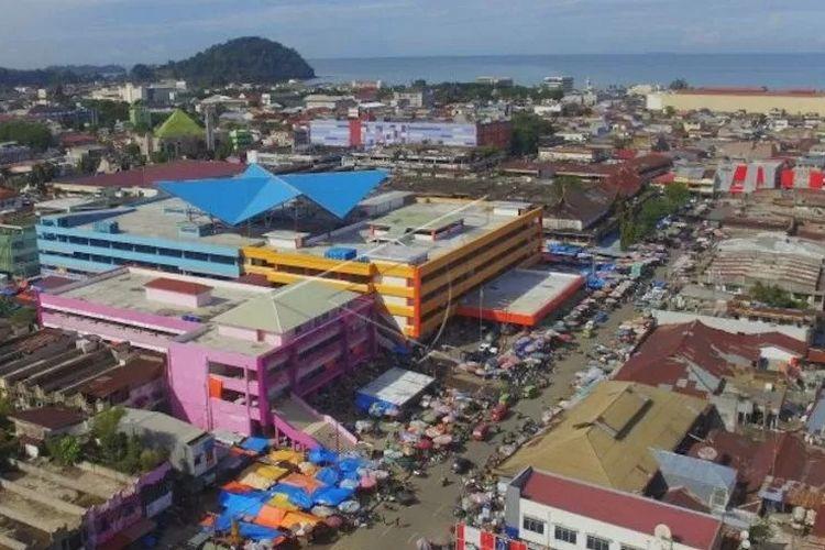 Pasar Raya Padang. (ANTARA/Iggoy El Fitra)