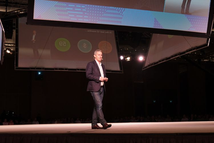 Nick Walton, Managing Director Amazon Web Service (AWS) South East Asia, berbicara di atas panggung AWS Summit 2017, di Singapura, Selasa (11/4/2017)