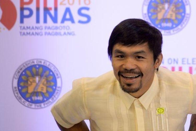 Ikon tinju Filipina, Manny Pacquiao, memberikan pernyataan saat konferensi pers saat Commission on Elections (COMELEC) di Manila, Kamis (19/5/2016).