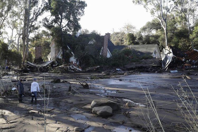 Rumah yang rusak akibat terjangan longsir di Montecito, California, Selasa (9/1/2018). (AP Photo)
