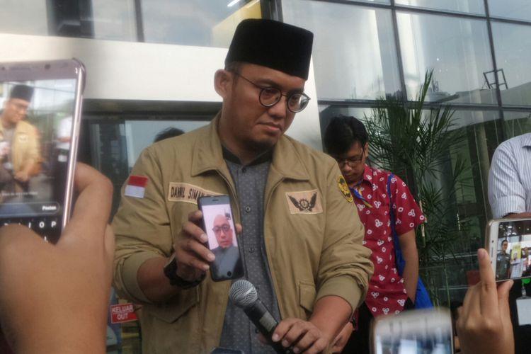 Penyidik Komisi Pemberantasan Korupsi (KPK)  Novel Baswedan berharap pemerintah membentuk Tim Gabungan Pencari Fakta (TGPF) untuk mengungkap pelaku dan dalang di balik penyerangan dirinya.  Harapan tersebut dia ungkapkan kepada wartawan melalui video call dari ponsel milik Ketua Pemuda Muhammadiyah Dahnil Anzar Simanjuntak saat Koalisi Masyarakat Sipil Peduli KPK menggelar konferensi pers di halaman gedung KPK, Kuningan, Jakarta Selatan, Rabu (11/10/2017).
