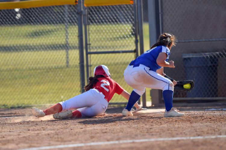 Ilustrasi gerak menangkap bola permainan softball