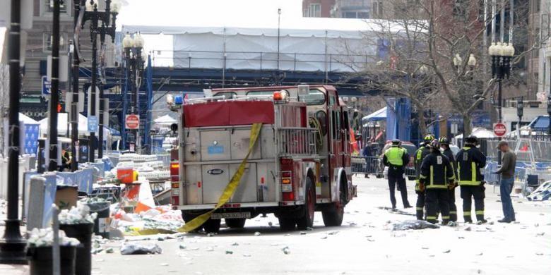 Situasi setelah ledakan di Boston Marathon di Boston, Massachusetts, Amerika Serikat, Senin (15/4/2013) siang waktu setempat. Darren McCollester/Getty Images/AFP