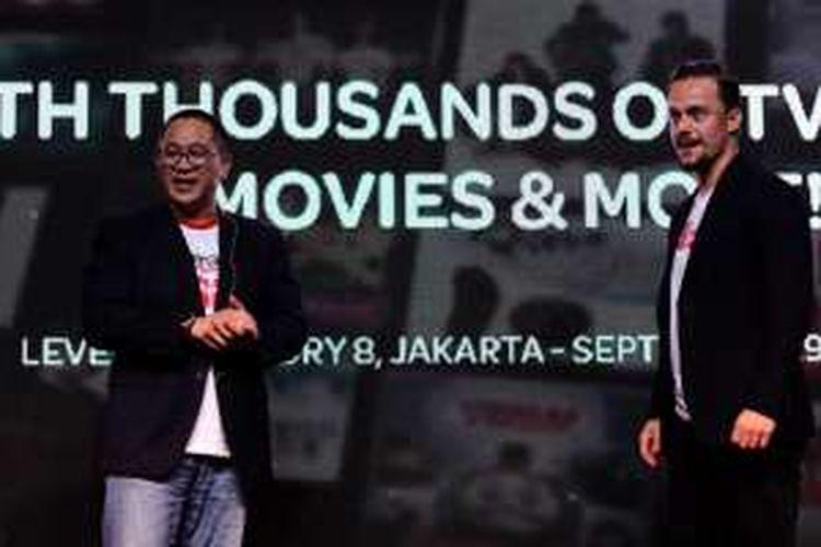 CEO Indosat Ooredoo Alexander Rusli dan Co-founder sekaligus CEO Iflix Mark Britt dalam peluncuran paket Stream On Indosat di Jakarta, Kamis (29/9/2016).