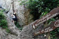 Melewati Celah Sempit, Sensasi Pendakian Gunung Api Purba
