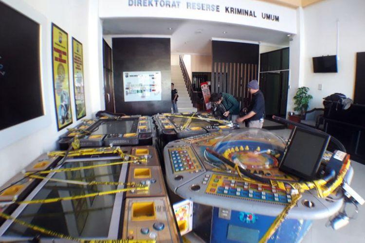 Barang bukti mesin ketangkasan Gelanggang Permainan Elektronik yang diamankan dari lokasi ketangkasan samping BCS Mall, Lubuk Baja, Batam, Kepulauan Riau.