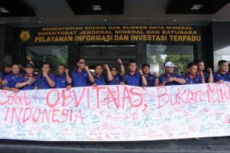 Penyampaian aspirasi damai di Kantor ESDM, Jakarta oleh serikat pekerja PT Berau Coal, Selasa (14/4/2015).