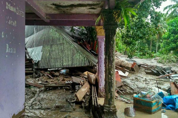 Empat rumah warga dilaporkan hancur akibat banjir bandang di Tanah Datar, Sumbar, Jumat (17/1/2020) lalu