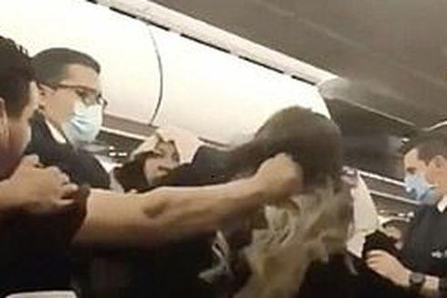 Diduga Berebut Loker Kabin Pesawat, Pria Ini Jambak Rambut dan Seret Seorang Wanita