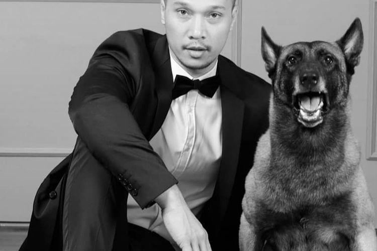 Presenter Bima Aryo bersama anjing belgian malinois bernama Paltakus atau Sparta.