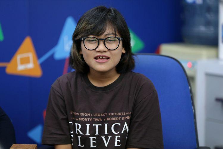 Pemeran tokoh Tini dalam film Critical Eleven, Aci Resti saat mengunjungi kantor redaksi Kompas.com di Jakarta, Selasa (9/5/2017).  Film Critical Eleven diangkat dari novel karya Ika Natassa. KOMPAS IMAGES/KRISTIANTO PURNOMO