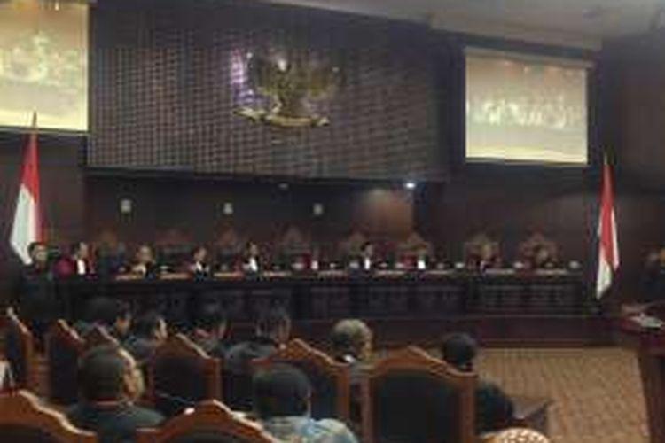 Situasi pembacaan sidang putusan atas uji materi terhadap UU Nomor 11 Tahun 2016 tentang Pengampunan Pajak atau Tax Amnesty di Mahkamah Konstitusi, Rabu (14/12/2016).