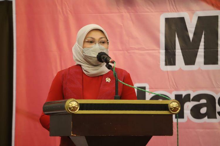 Menteri Ketenagakerjaan (Menaker) Ida Fauziyah menghadiri Musyawarah Nasional (Munas) II Federasi Kesatuan Serikat Pekerja Nasional (FKSPN) di Semarang, Jawa Tengah, Senin (5/4/2021).
