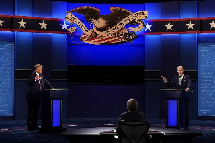 Presiden Donald Trump dan calon presiden dari Partai Demokrat,  Joe Biden, bertukar poin selama debat presiden pertama pada Selasa (29/9/2020) di Case Western University, Cleveland, AS.