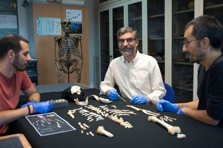 (Kiri-kanan) Para peneliti, yakni Antonio García-Tabernero, Antonio Rosas dan Luis Ríos