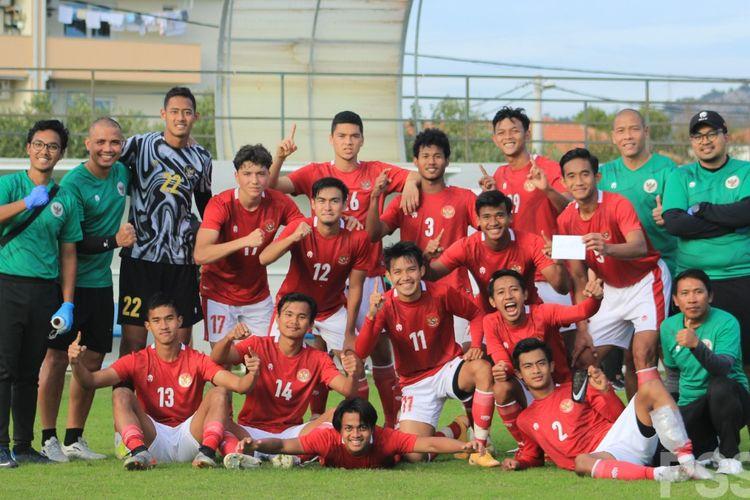 Tim Garuda Merah usai memetik kemenangan atas Garuda Putih pada gim internal timnas U19 Indonesia, Jumat (23/10/2020).
