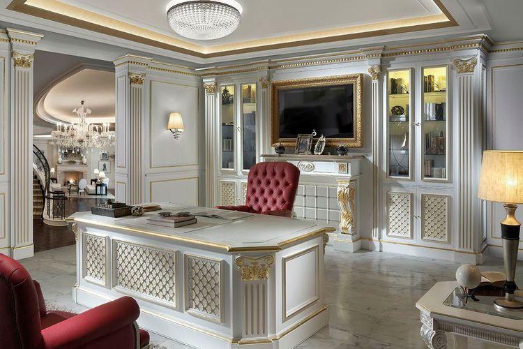 Home office dengan nuansa putih dan keemasan