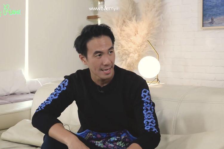 Daniel Mananta berbincang dengan Merry Riana. (Bidikan layar YouTube Merry Riana).