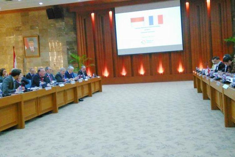 Pertemuan Menperin Airlangga Hartarto dengan Duta Besar Republik Prancis untuk Indonesia Jean Charles beserta sejumlah investor asal Prancis di Kemenperin, Jakarta, Senin (20/2/2017).